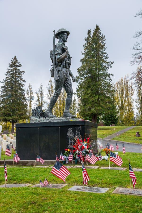 Staty för brons för amerikanska Doughboyveteran minnes- royaltyfri bild