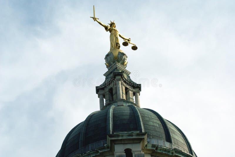 Staty för dam Justice, gammal borggård, central brottmålsdomstol i London, England, Europa royaltyfri foto
