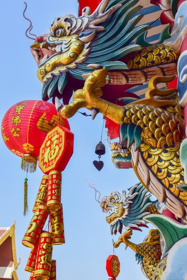 Staty för Dragon Chinese stildrake i templet royaltyfria bilder