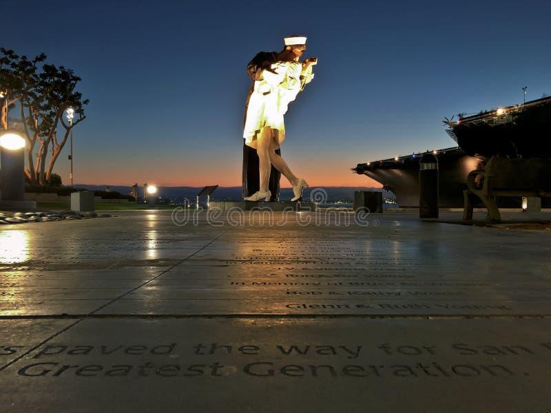 Staty för ovillkorlig kapitulation längs Sanen Diego Harbor arkivfoton