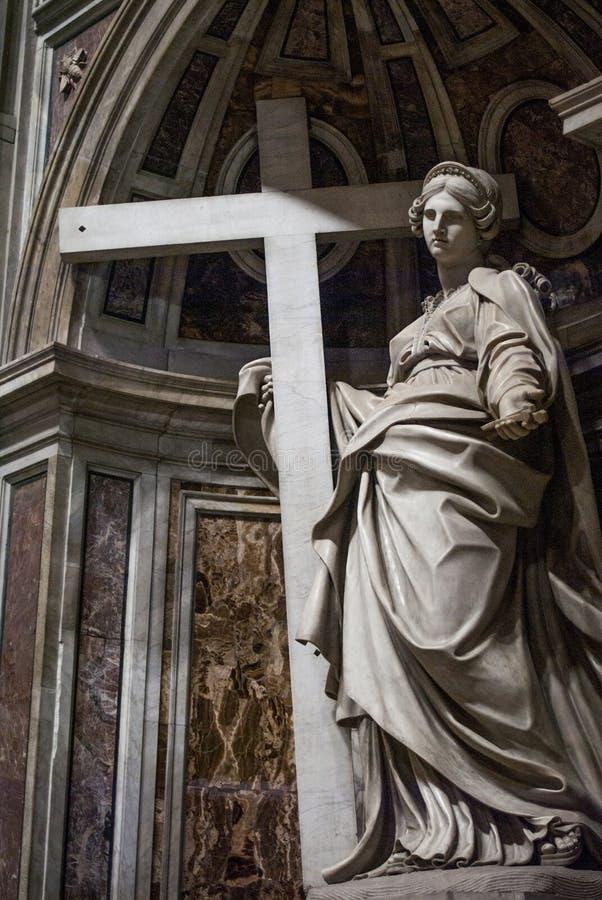 Staty från inre av basilikan av St Peter, Vaticanen arkivbilder