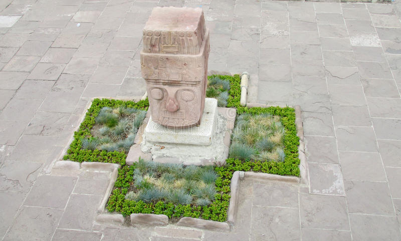 Staty från Tiwanaku royaltyfria foton