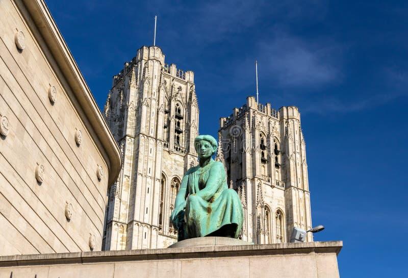 Staty framme av domkyrkan av St Michael och St Gudula i Br fotografering för bildbyråer
