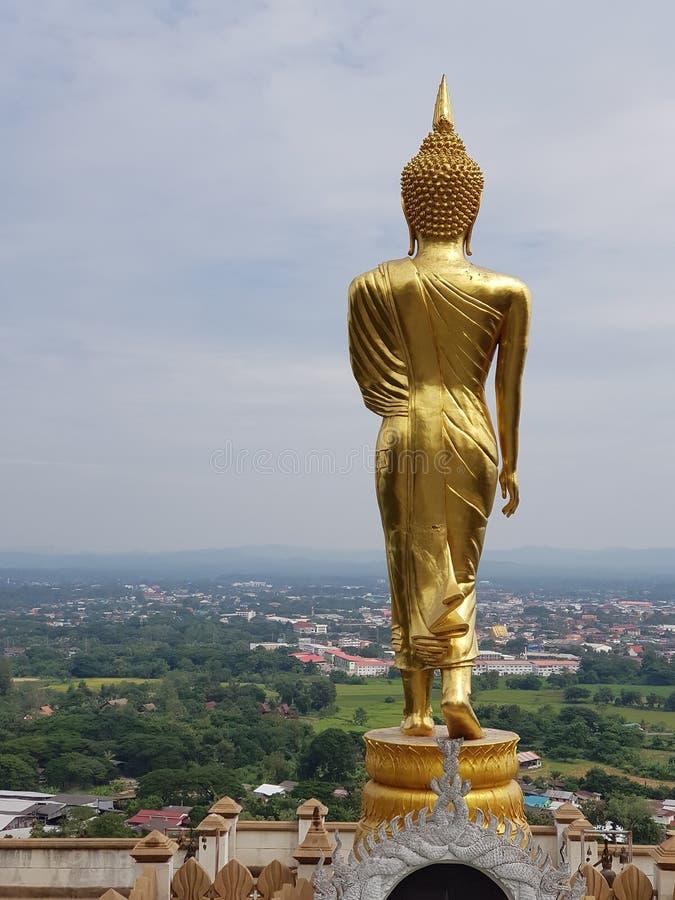 Staty i överkanten av berget arkivbild