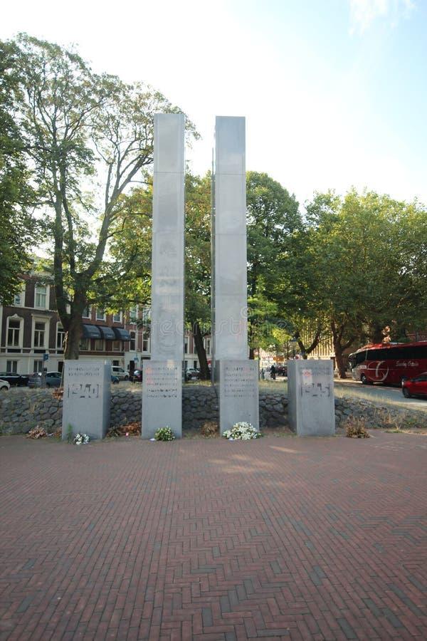 Staty i Den Haag som minns alla stupade medborgare under världskrig 2 i staden i Nederländerna royaltyfri fotografi