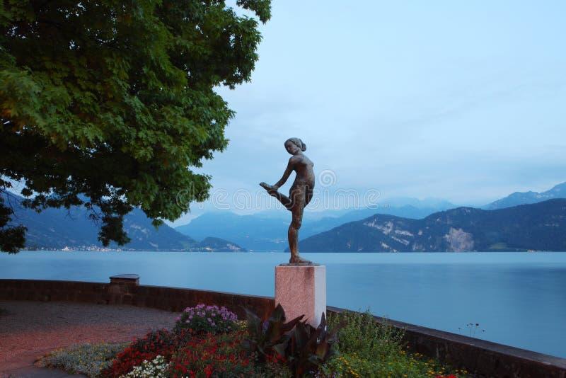 Staty i den Lucerne lakesiden royaltyfria bilder