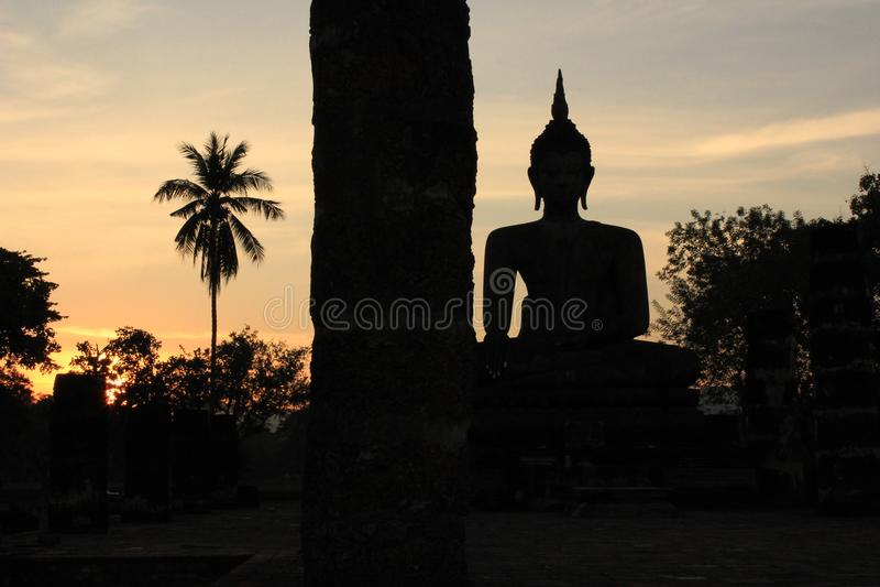 Staty i ett område av templet royaltyfri fotografi