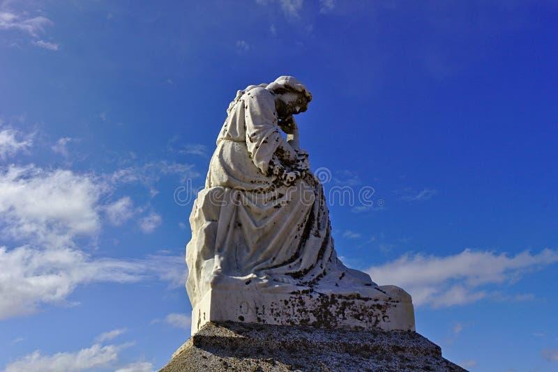 Staty i kyrkogård 2518 royaltyfria bilder