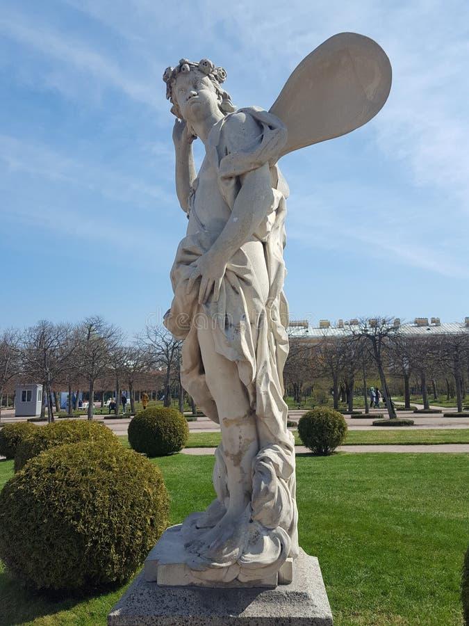 Staty i Peterhof St Petersburg arkivfoto