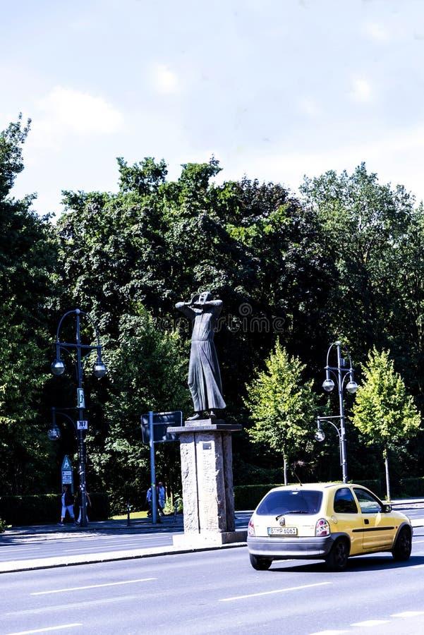 Staty i Tiergartenen i Berlin Germany royaltyfria foton