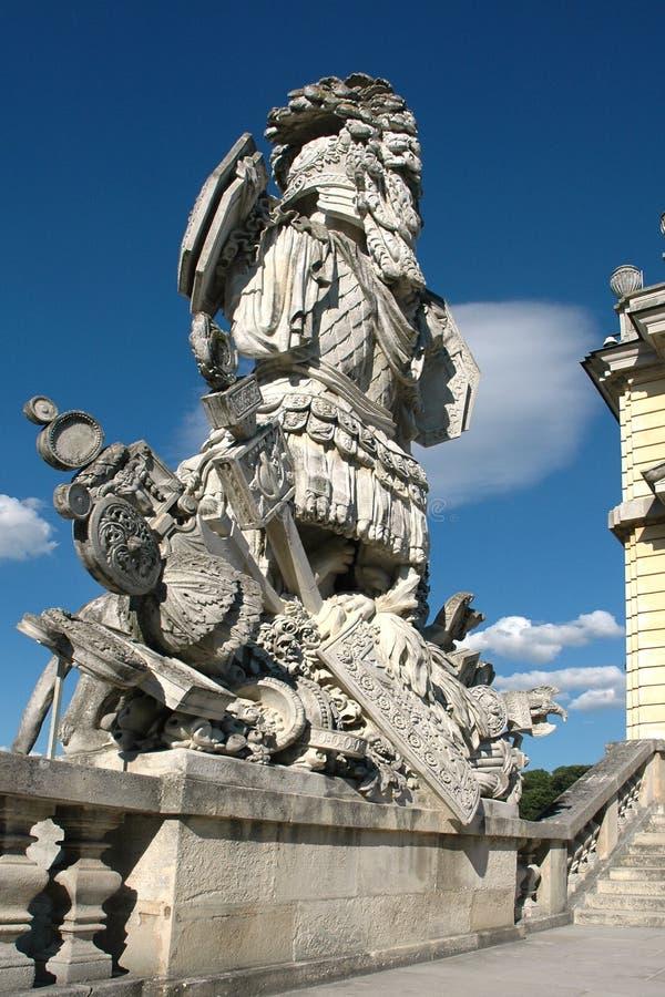 Staty i trädgården på Glorietten i Schonbrunn royaltyfria foton