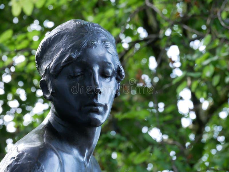 Staty med nära ögon fotografering för bildbyråer