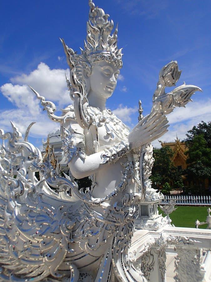 Staty på den thailändska buddistiska templet royaltyfria bilder