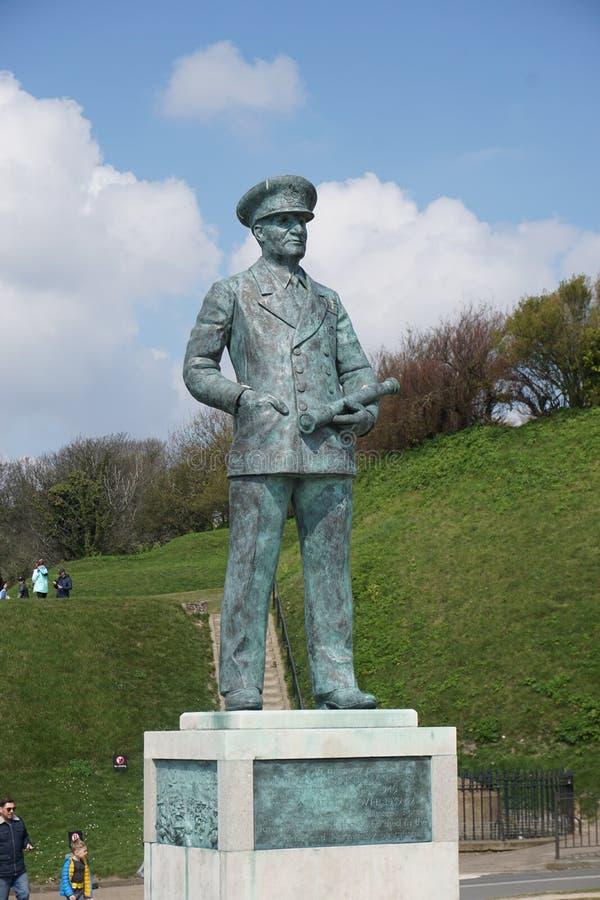 Staty på Dover Castle av en arméofficer fotografering för bildbyråer