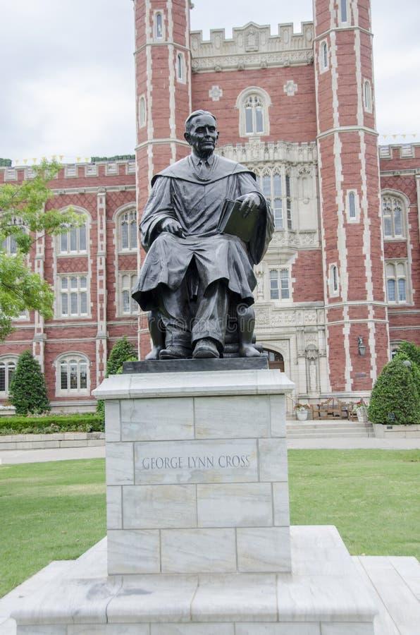 Staty på OU-universitetsområde arkivfoto