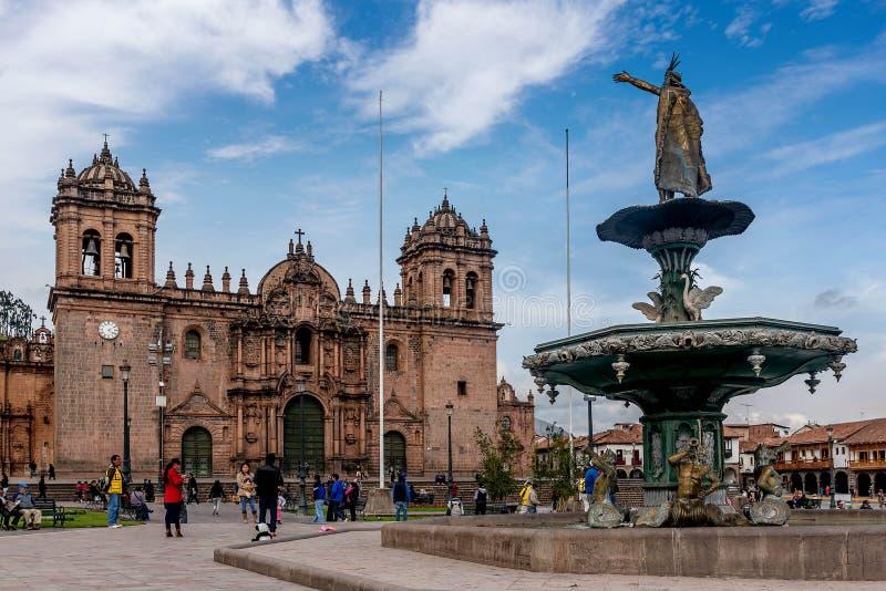 Staty på plazaen de Armas i Cusco, Peru royaltyfria bilder