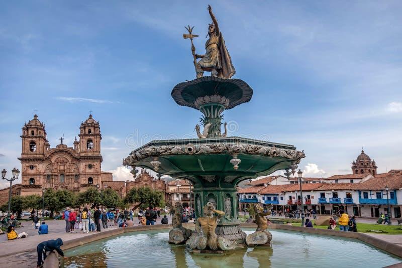 Staty på plazaen de Armas i Cusco, Peru royaltyfri fotografi