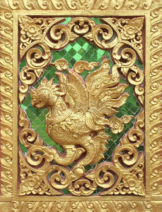 Staty på sidoväggen av templet, Wat Thailand arkivbilder