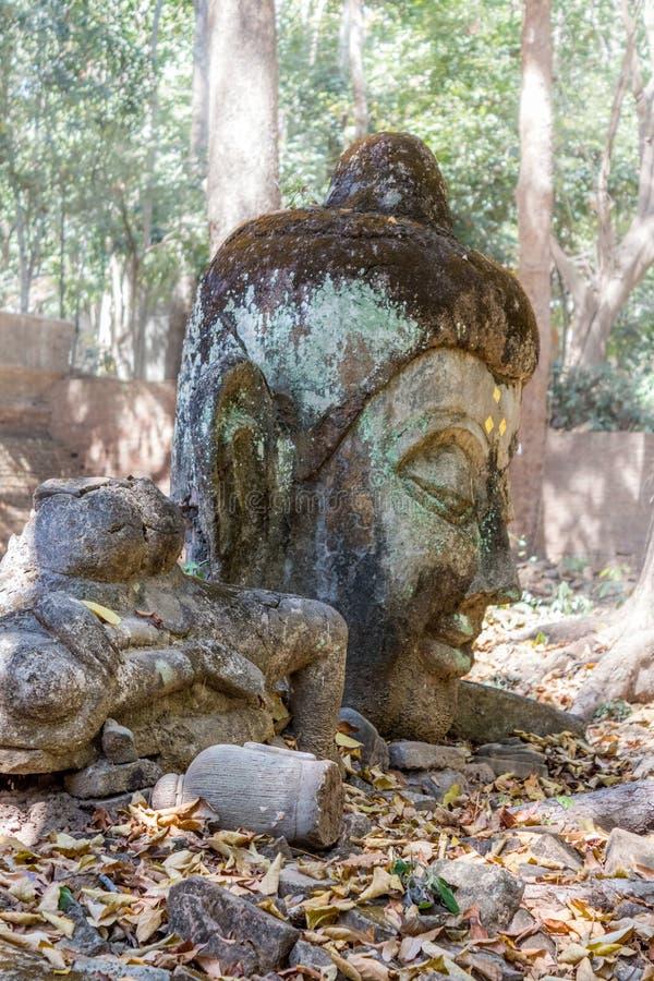 Staty på Wat Umong, berömd skogtempel med grottatunneler, Chiang Mai, Thailand royaltyfri foto