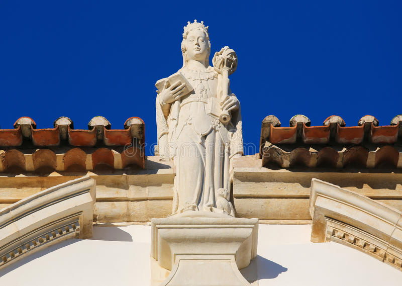 Staty som föreställer vishet på det Coimbra universitetet, Portugal royaltyfri bild