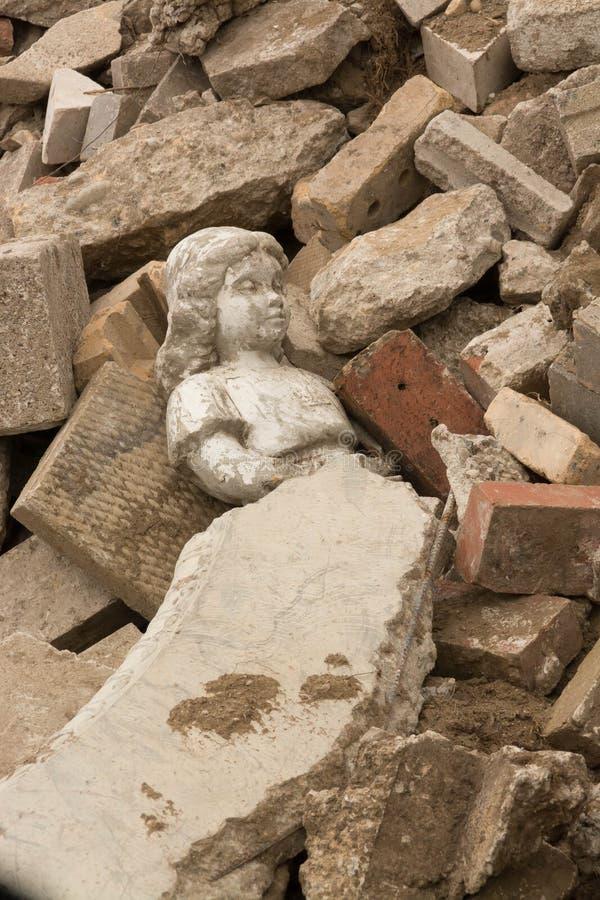 Staty som lägger i spillror arkivfoton