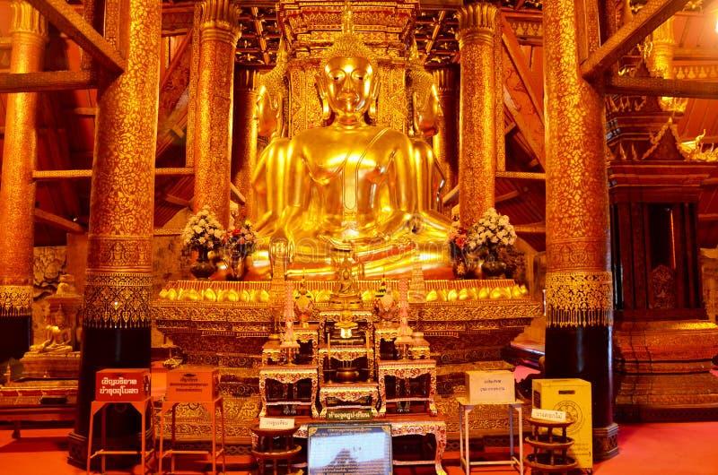 Statybild för fyra buddha i Ubosot av Wat Phu Mintr eller Phumin Te royaltyfria bilder
