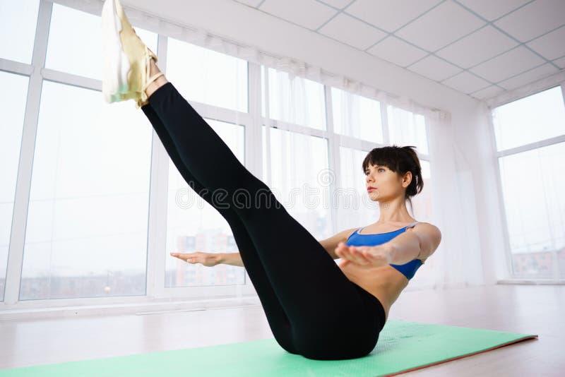 Statyczny ćwiczenie, joga, wytrzymałość, mięsień władza obrazy stock