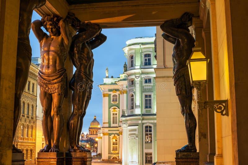 Statyer av Atlants, St Petersburg arkivfoto