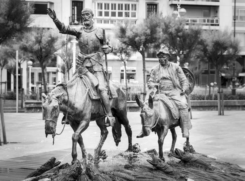 Statyer av Don Quixote och Sancho Panza i San Sebastian, Spanien arkivbild