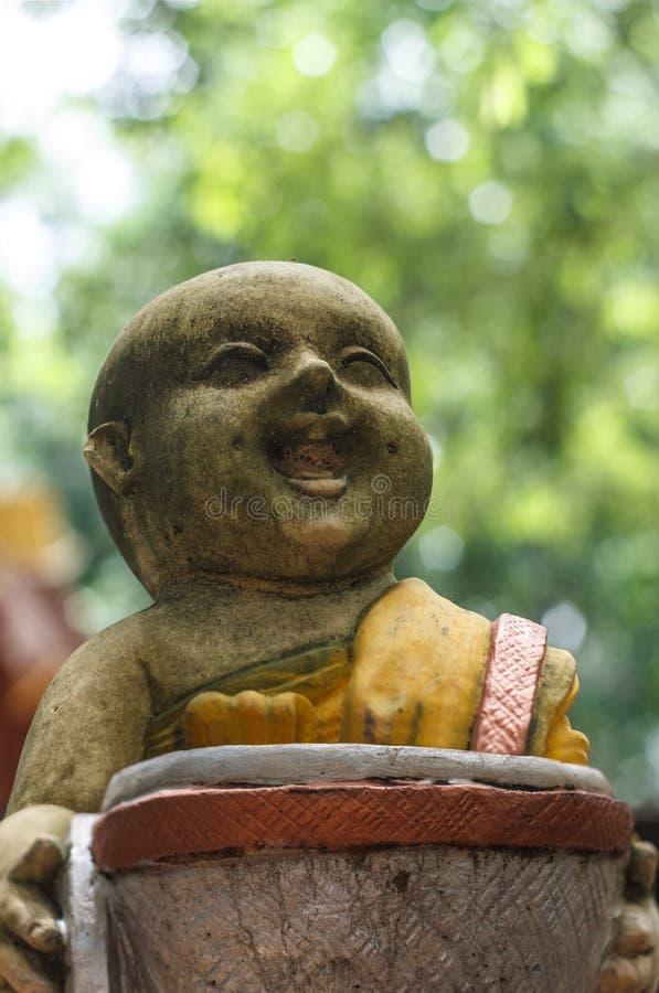 Statyer av munken arkivbild