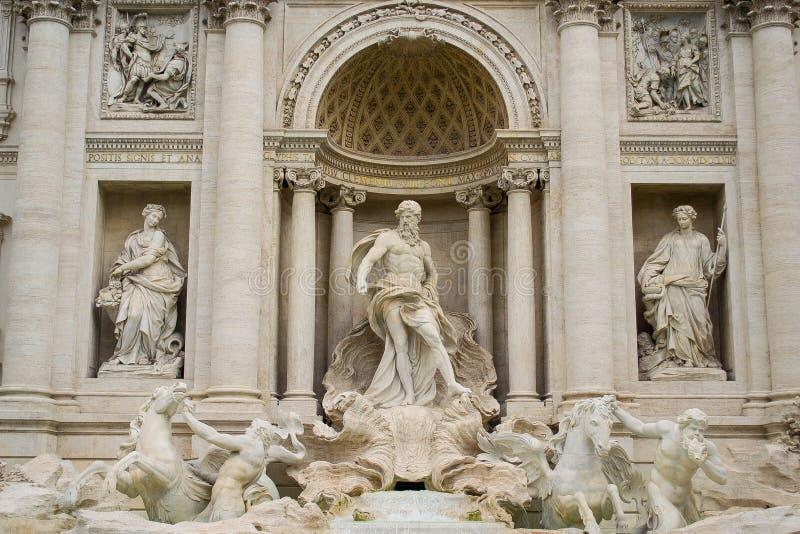 Statyer av Trevi-springbrunnen, Rome royaltyfri bild