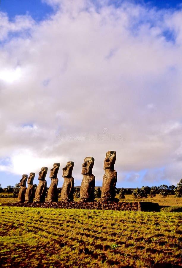 statyer för easter ömoai royaltyfri foto