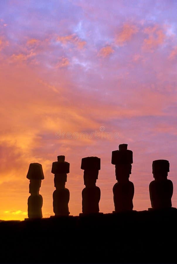 statyer för easter ömoai royaltyfri fotografi