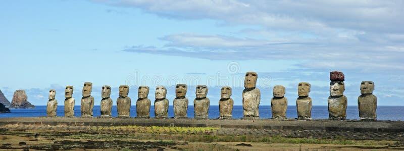 Statyer på den easter ön arkivbild