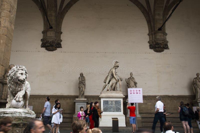 Statyer på den huvudsakliga fyrkanten i Florence, Italien fotografering för bildbyråer