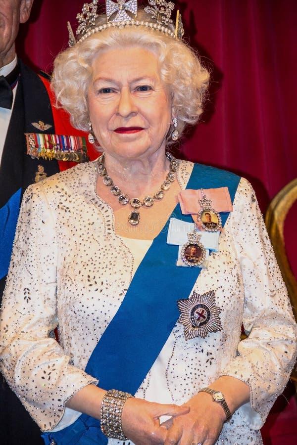 Statyett för drottning Elizabeth II på madamen Tussauds Wax Museum London arkivfoto