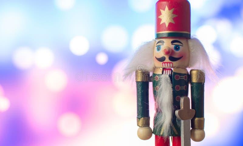 Statyett för soldat för julnötknäppareleksak traditionell med bokeh arkivbild