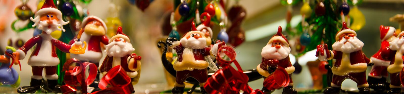 Statyetter av Santa Claus fotografering för bildbyråer