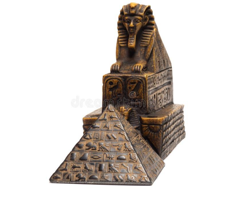 statyetter av sfinxen och pyramiderna arkivfoto