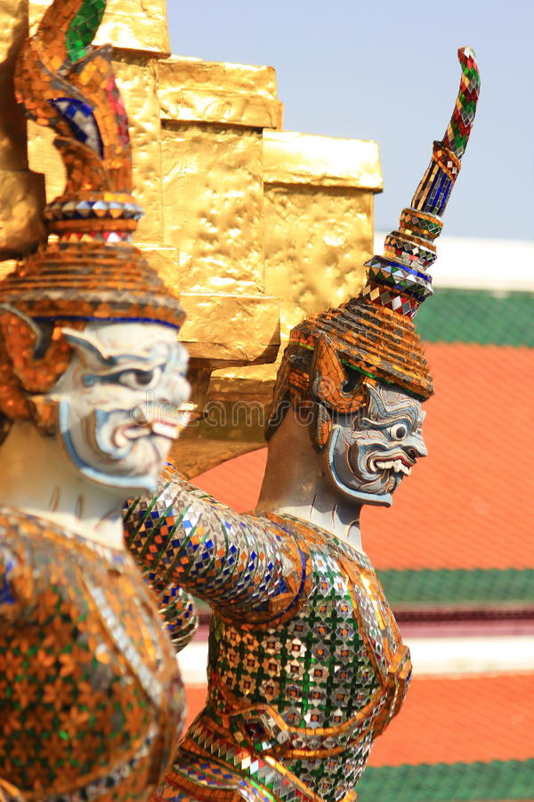 Statyjätte på Wat Phra Kaew i Bangkok arkivfoto