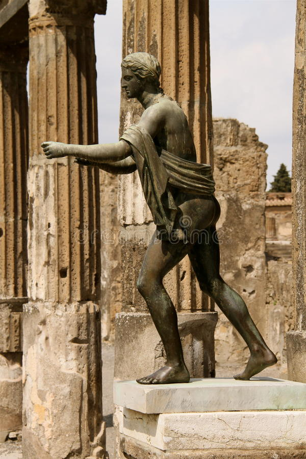 Statyman i pompeii arkivfoto
