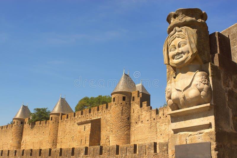 Statyn av Dame Kadaver utanför Carcassonne, Frankrike royaltyfri foto