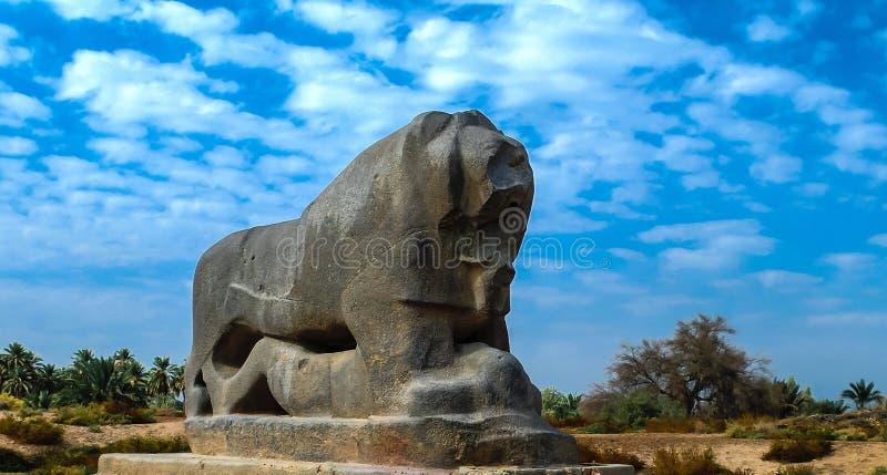 Statyn av det Babylonian lejonet i Babylon fördärvar Irak royaltyfri fotografi
