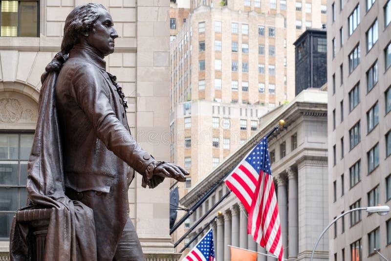 Statyn av George Washington på den federala Hallen i New York arkivbild