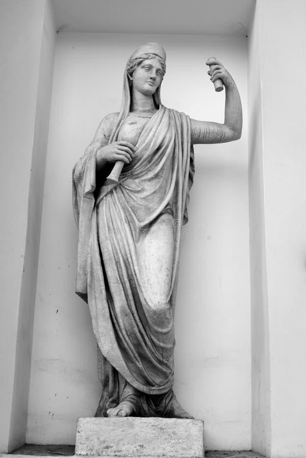 Statyn av gudinnan Athena FragmentElagin slott arkivfoton