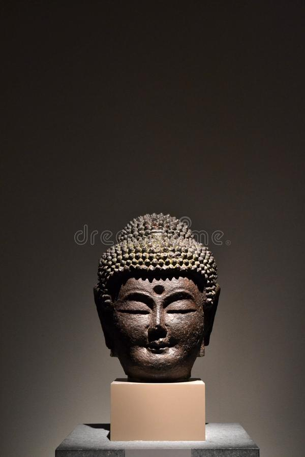 Statyn av huvudet för Buddha` s Pic togs i Augusti 2017 arkivbilder