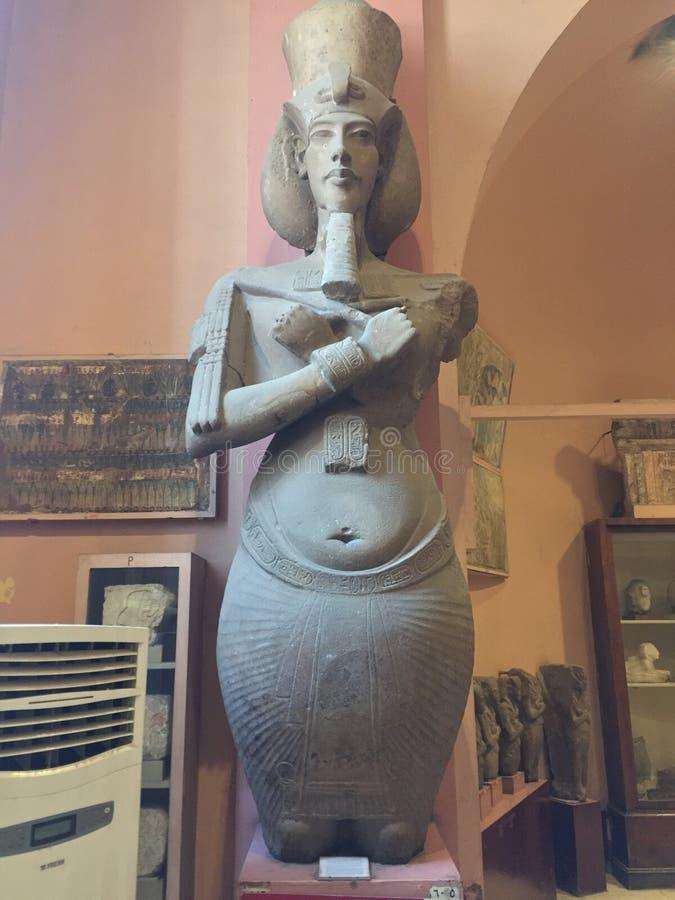 Statyn av konungen Akhenaten arkivbild
