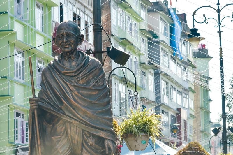 Statyn av Mahatma Gandhi i MG Marg nära galleriavägen, Gangtok, Sikkim, Indien en av mest besökte i staden för turist arkivfoto