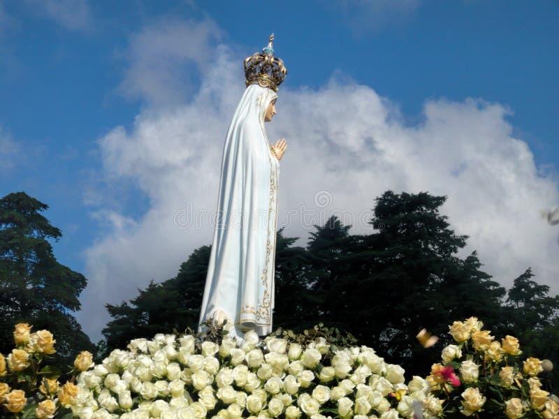Statyn av oskulden Mary på fristaden av Fatima fotografering för bildbyråer