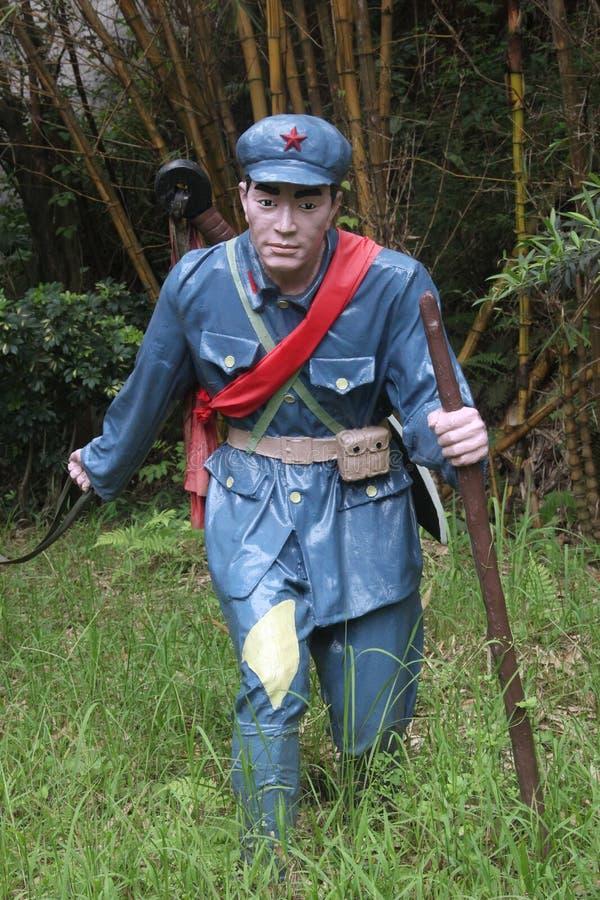Statyn av a-soldaten som går med pinnen i den Parkï för röd armé ¼en Œshenzhen, porslin royaltyfria foton